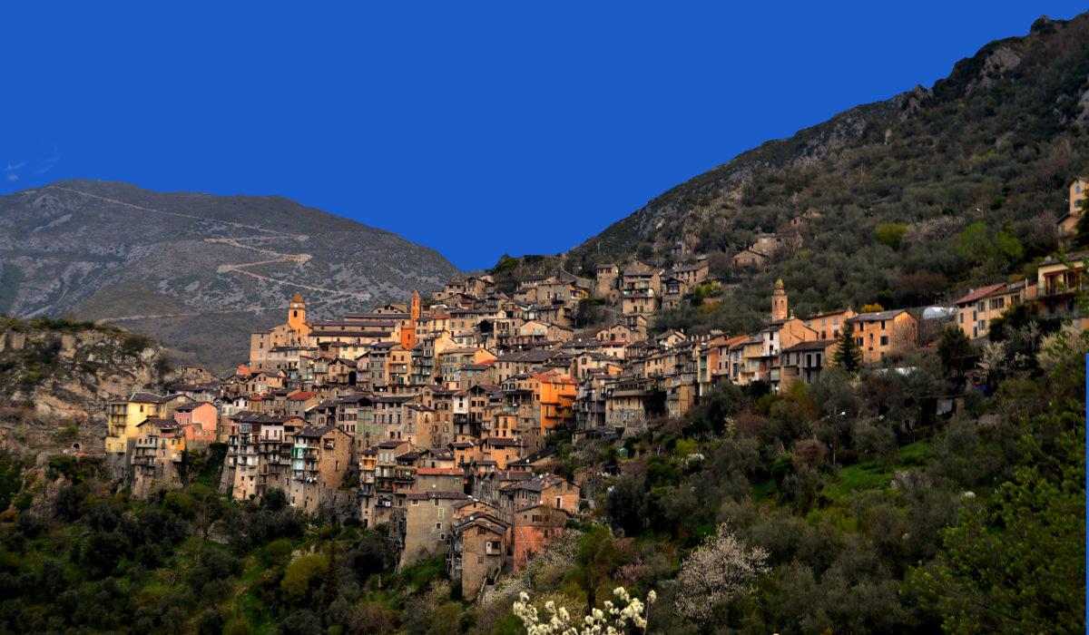 """Trail exceptionnel sur 2 jours au départ du village de Saorge dans la vallée de la Roya qui nous mènera découvrir la vallée de la Nervia et son impressionnant sentier """"dei alpini"""""""